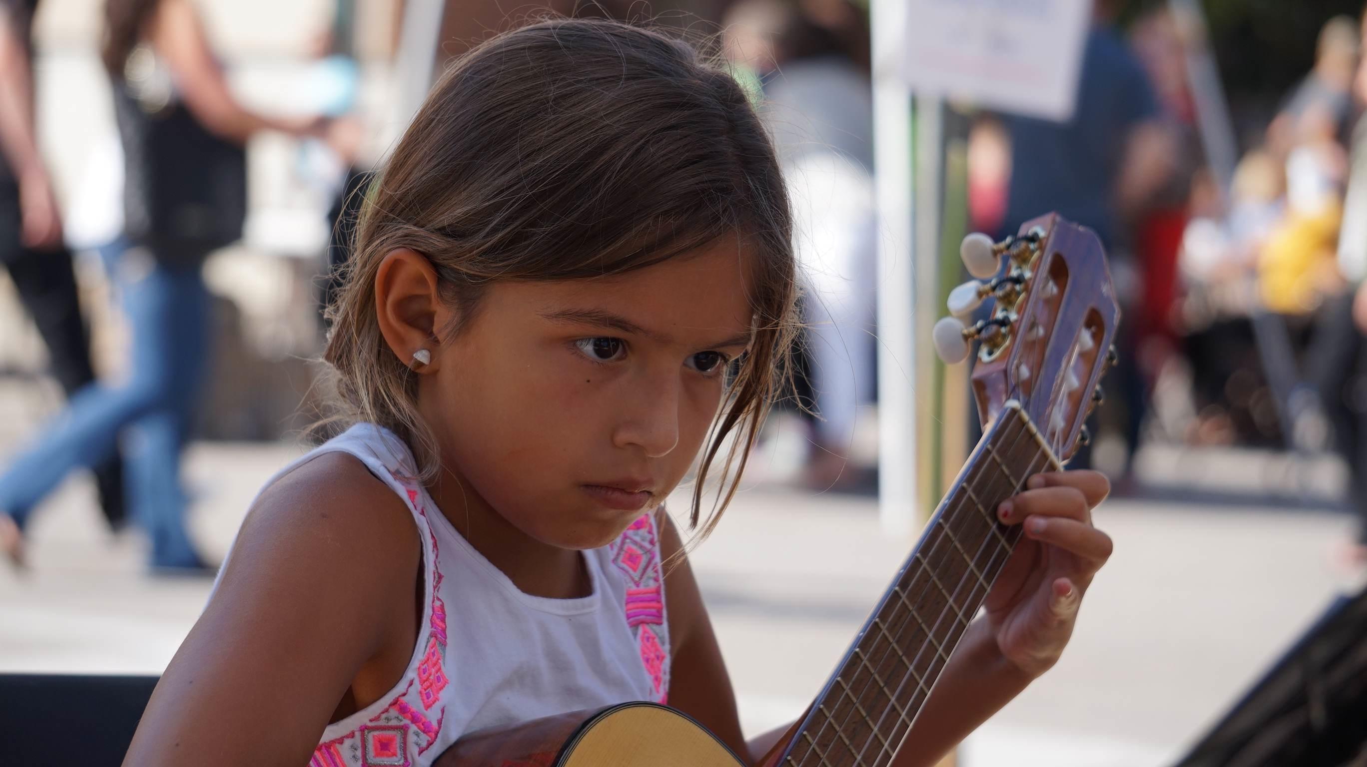 Girl-at-festival-Stl.